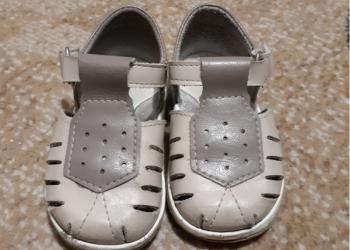 Продам детские сандали.