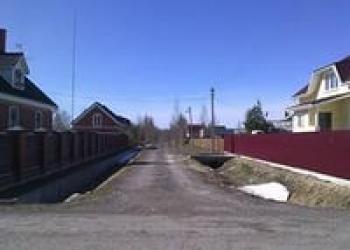Земля в деревне Подмосковья. Участок 12 соток в деревне с коммуникациями.
