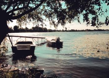 Продам участок с домом на берегу озера