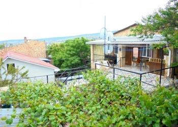 Двухкомнатный домик с террасой на 3-7 человек в Феодосии.