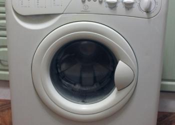 Продам стиральную машину Indesit б/у