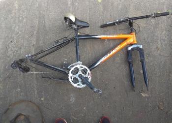 Продам раму от велосипеда со всеми деталями