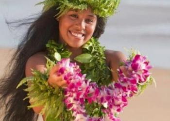 Гавайские танцы на пляже