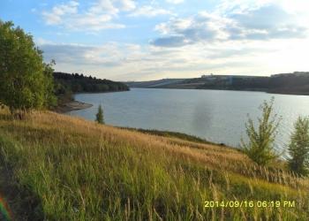 Продаются земельные участки на берегу водохранилища.