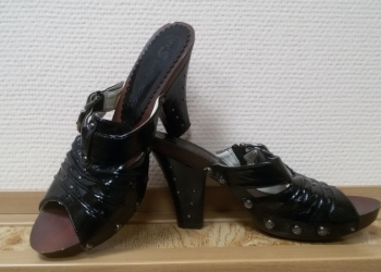 Туфли-сабо.