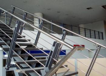 Лестницы и мостики из нержавеющей стали