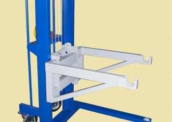 Подъемник кантователь для рулонов и других типов грузов.