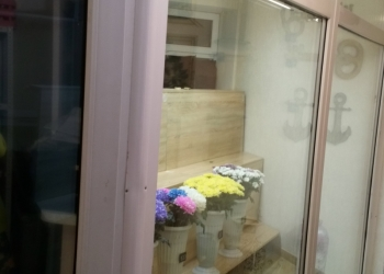 Продам оборудование для цветочного магазина.