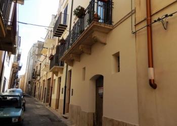 Двухкомнатная квартира в Алькамо (Сицилия, Италия)