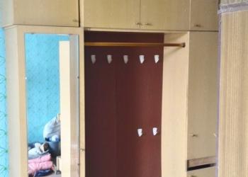 Шкаф в прихожую с зеркалом и 6-тирожковой вешалкой