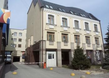 Офисное здание с земельным участком