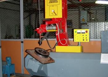 Установка для восстановления автоматической наплавкой пятника грузовых вагонов