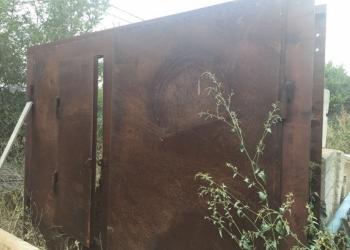 Продаю гаражные ворота почти новые не ставились не красились!!!высота 2,40ширина