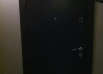 Дверь качественней весит 90кг +замком и тд