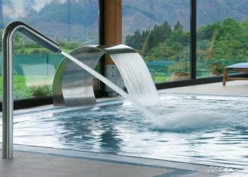 Водопады и водяные пушки для бассейна