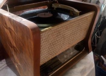 Радиола Рекорд61,работает