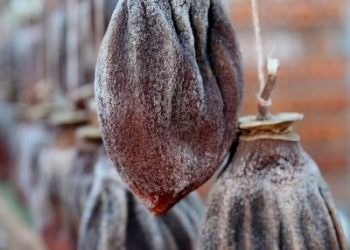 Хурма сушеная (вяленая), фундук, грецкий орех