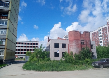 первый этаж в трехэтажном строящемся здании в Калининском районе