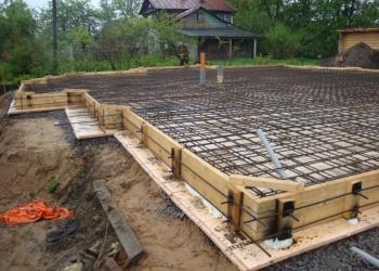 Заливаем фундамент, строим заборы