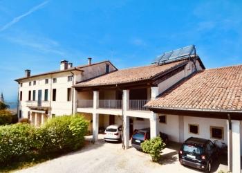 Дом-Вилла XVIIIв., с общей площадью - 1600 м2.