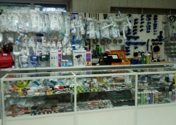 Действующий магазин сантехники.