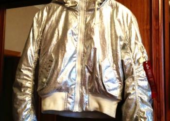 Красивая куртка серебро