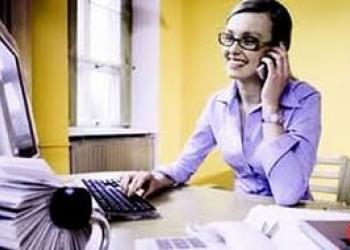 Оператор на телефон