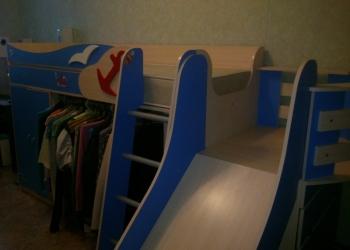 Кровать-корабль с горкой, ящиками и шкафом