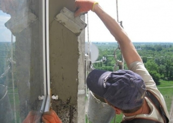 Наружная отделка окна в Омске.