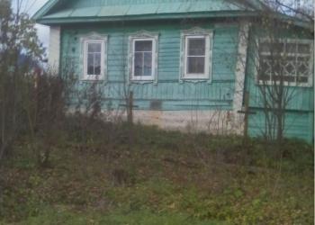 Дом на берегу реки.