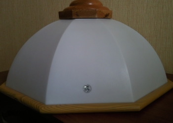 Плафон от подвесной одноламповой люстры.