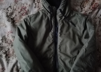 Продам демисезонную куртку.