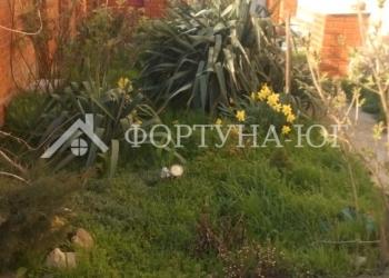 Предлагаем купить  1/2  жилого двухэтажного дома в поселке Цибанобалка