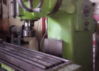 Вертикально-фрезерный станок Ф250