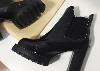 LOUIS VUITTON Chelsea Ankle Boots