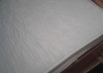 Продаю двухспальную кровать с матрасом