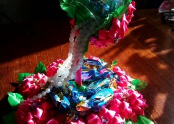 Сувенир на день рождение с конфетами.