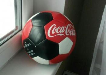 Мяч от кока-кола