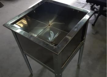 Стеллажи и столы из нержавеющей стали