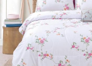 Постельное белье с одеялом из нежного сатина