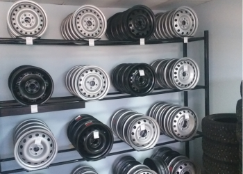 Услуги шиномонтажа, ремонт автомобилей.
