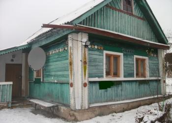 Продам крепкий дом в тихой жилой деревне.