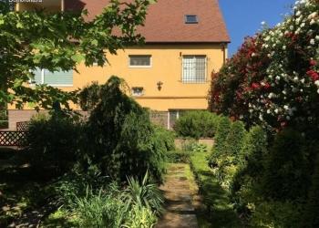 Продаю современный 3 эт дом в Крыму, в Симферополе с дизайнерским садом.