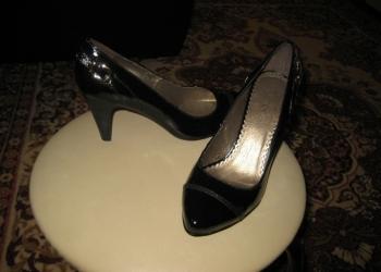 Продам новые кожаные лакированные туфли