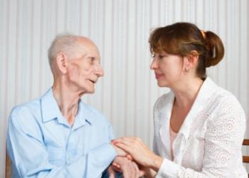 Требуются сиделка-медик для присмотра за мужчиной 65 лет.