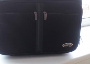 Новый мужской чемодан