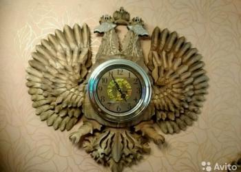 Орел с часами стилизованный под герб России