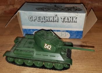 Модель танка Т - 34 - 85. СССР. Масштаб 1 : 43.