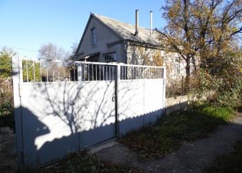 Дом общ.пл.98 м.кв. участок 20 соток в Перевальном , Ялтинская трасса