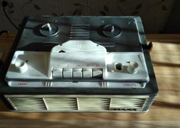 Катушечный винтажный магнитофон AIDAS